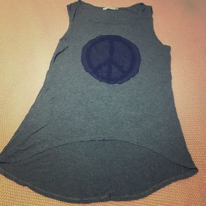 High-low lacey peace sign tank